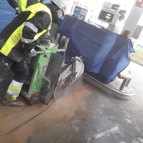Roboty budowlane dla montażu dystrybutorów, stacja paliw LOTOS, Wrocław, ulica Trzebnicka, 2018/2019
