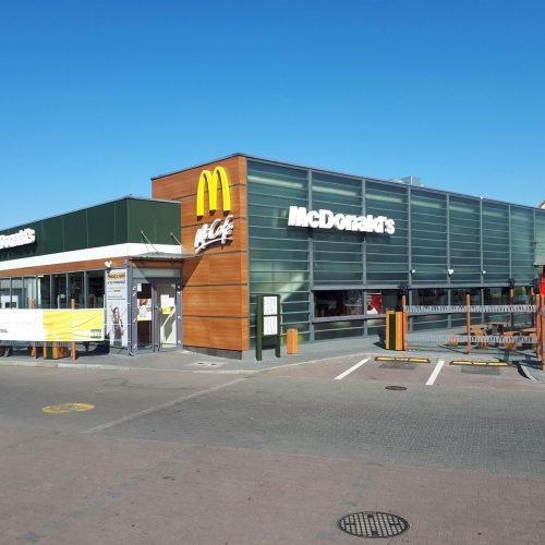 Prace modernizacyjne wrestauracji McDonald's wZielonej Górze przy ul.Wojska Polskiego, 2020
